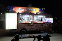 ARUBA BEST FOOD TRUCK ON WALKING DISTANCE (3 minutes).  Perros, arepas, papparillas , chicken wings, pealla, burgers, wraps, patacon, pizza and much much more with local prices.
