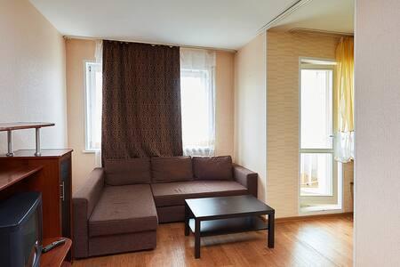 "Комфортная охраняемая квартира возле  ТРЦ""Планета"" - Krasnoyarsk - Appartamento"