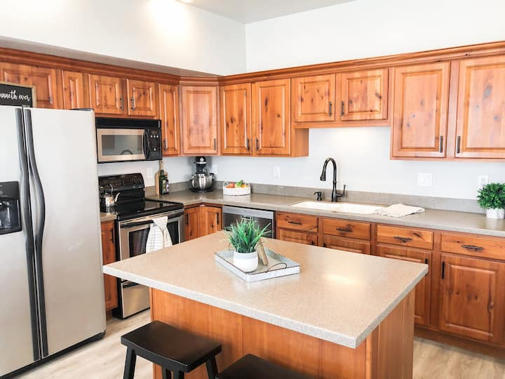 Beautiful, Sparkling Clean Townhome!!