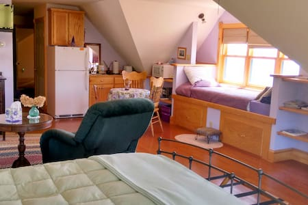 Oceanfront B&B Queen Suite - Surry