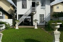 Townhouse w private parking & garden in the center