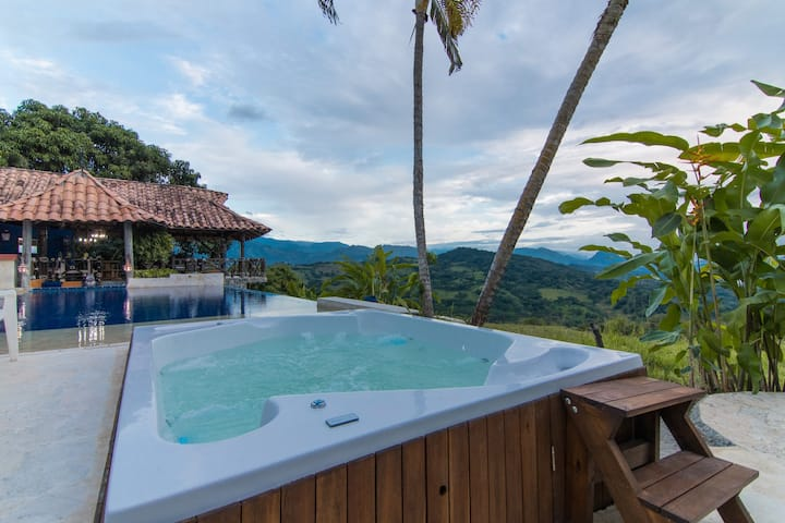 Deluxe Villa La Josefina w/ Pool & Jacuzzi - Views