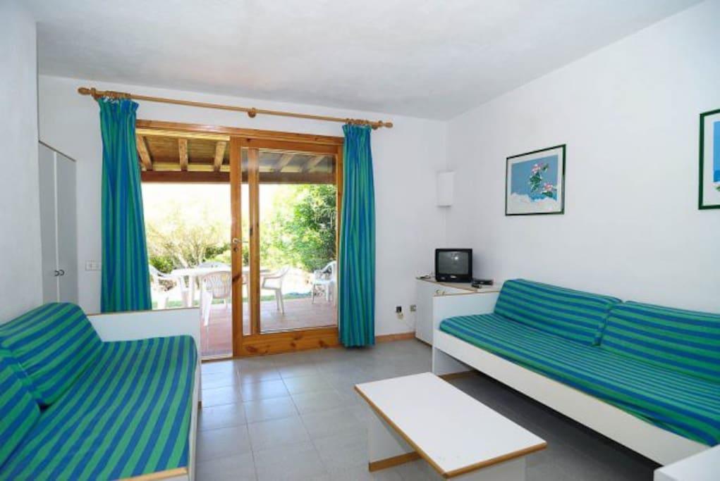 living room with two sofa beds - salone con due divani letti
