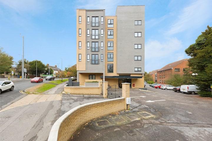 Golden Heights 8 - Maidstone sleeps 4 free parking