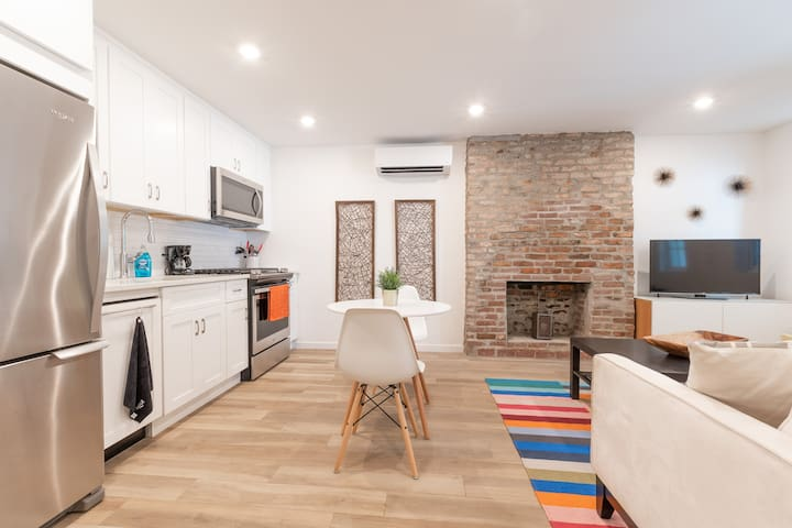 Newly-Renovated, Modern 1BR Apt in Prime Location