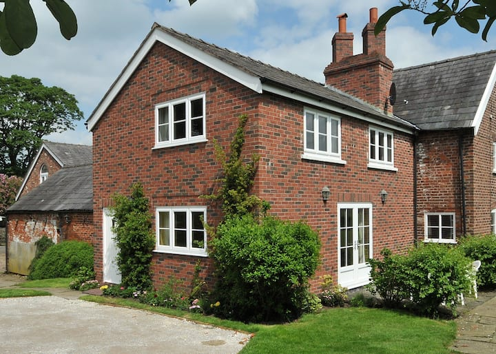 Yew Tree Farm Cottage - Countryside and comfort