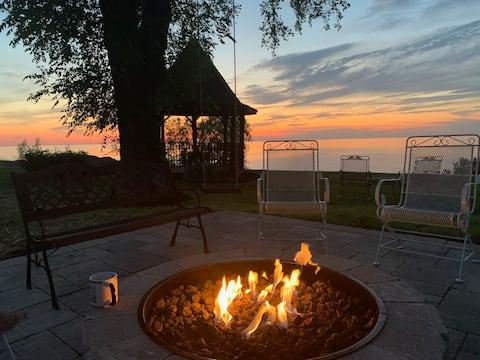 Lazy Lake Daze - Waterfront Property