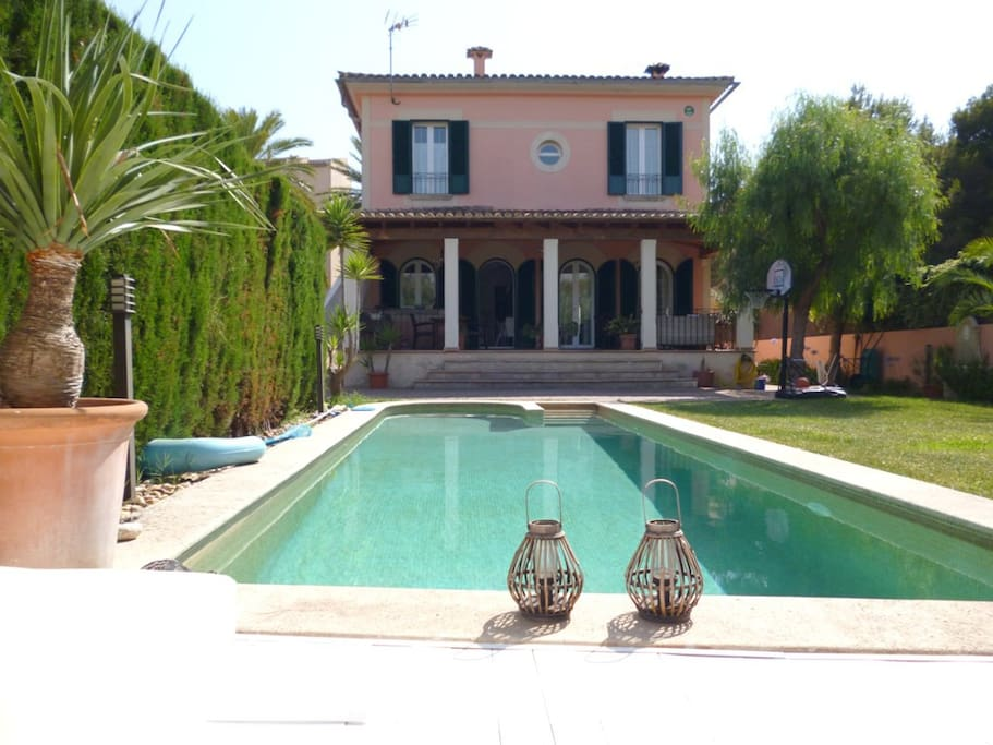 POOL AND HOUSE FROM CHILLOUT
