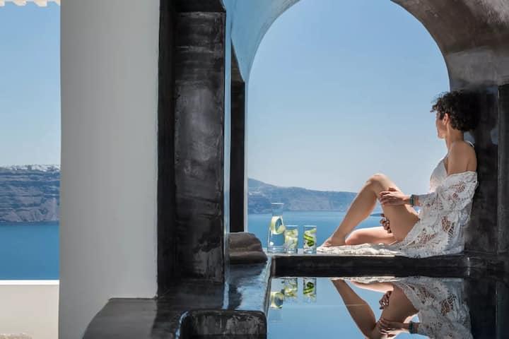 Honeymoon Suite with Caldera View