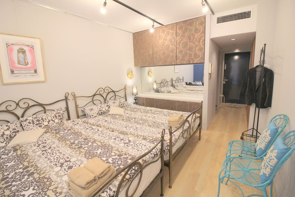 2 adjoining rooms for 1 group MAX 10 people