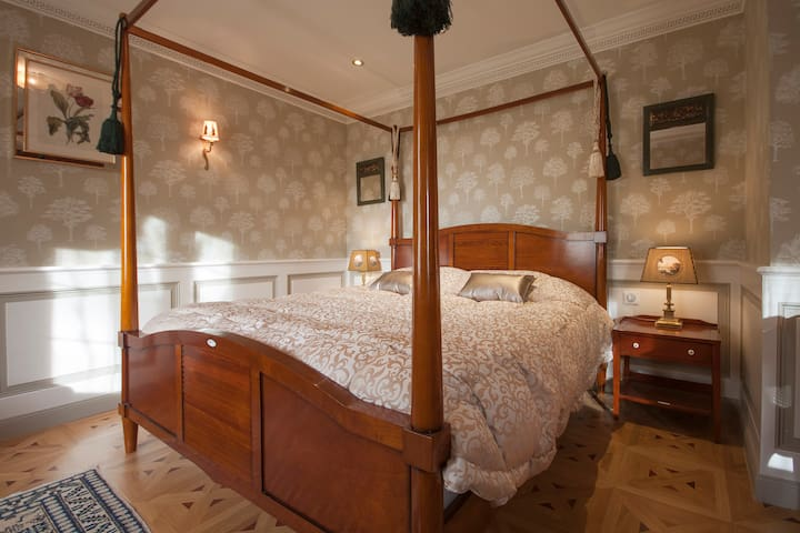 KerBlondel, 'Old England' Suite - Plouezoc'h - ที่พักพร้อมอาหารเช้า