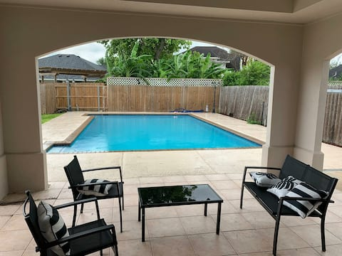 Modern 3 bedroom House with Pool