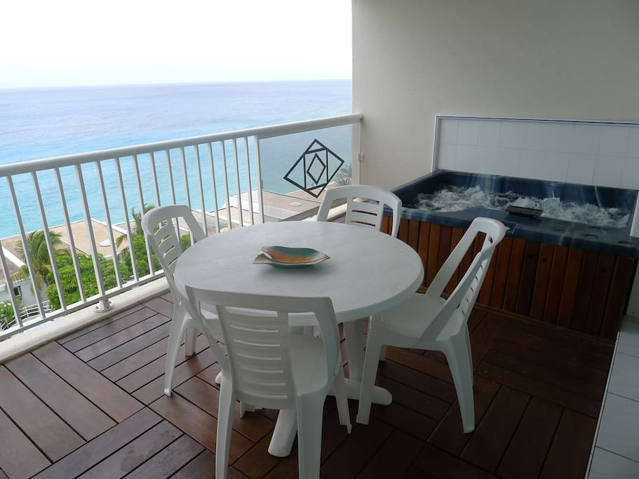 Spectacular View of the Caribbean Sea on your private terrace with jacuzzi