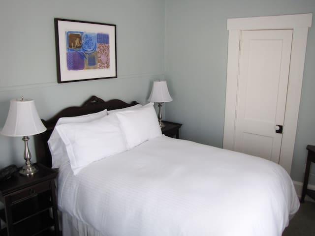 Blue Room at Tawsty Flower B&B