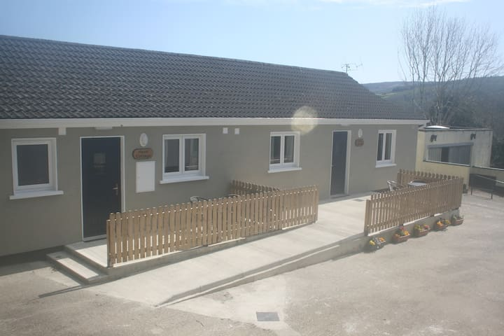 Mountain View Lodge Self-Catering - Glenmacnass, Laragh, Glendalough - Bungalow