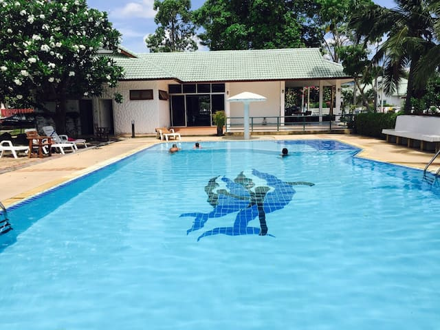 luxury villa in a great location - Tambon Hua Hin - House