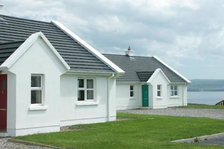 Cliff Holiday Cottages Liscannor - 3 Bedroom sleeps 5 - Liscannor - Casa