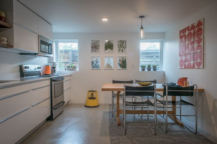 Green Lake MIL - Modern Home Away From Home