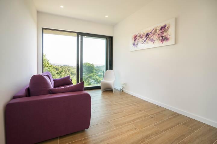 Saloncito en planta superior con sofá-cama de 180x200 cms.