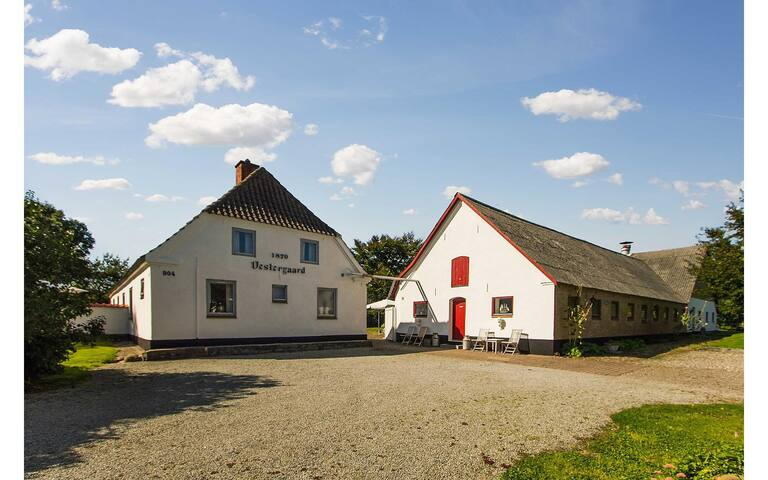 Charming farm with rooms in Lørslev - Hjørring - House