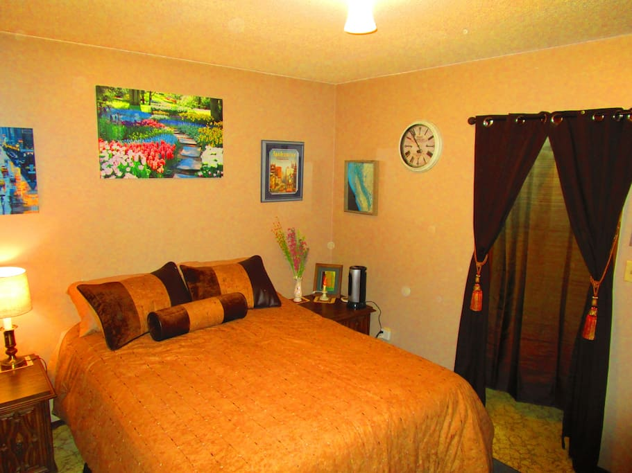 Warm, Spacious, comfortable room tastefully decorated in a classic travel theme.