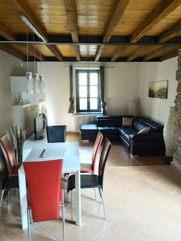 Suite Home Como Sagnino - Two-Bedroom Apartment