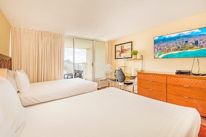 **Professionally Sanitized**Ocean & Mountain View Studio w/Pool, Sauna & Gym! - Island Colony Studio Ocean & Mountain View on the 40th Floor B
