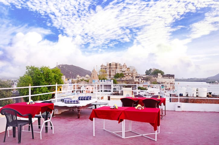 The Lake View Hotel - On Lake Pichola