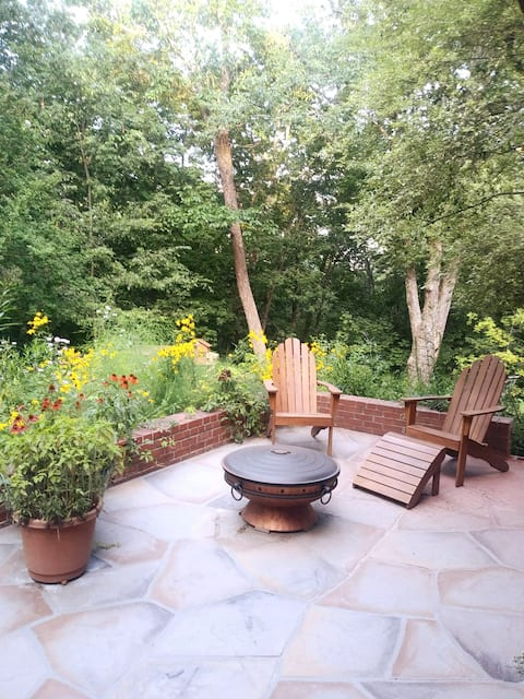Woodland Retreat Just 10min to Downtown or Furman