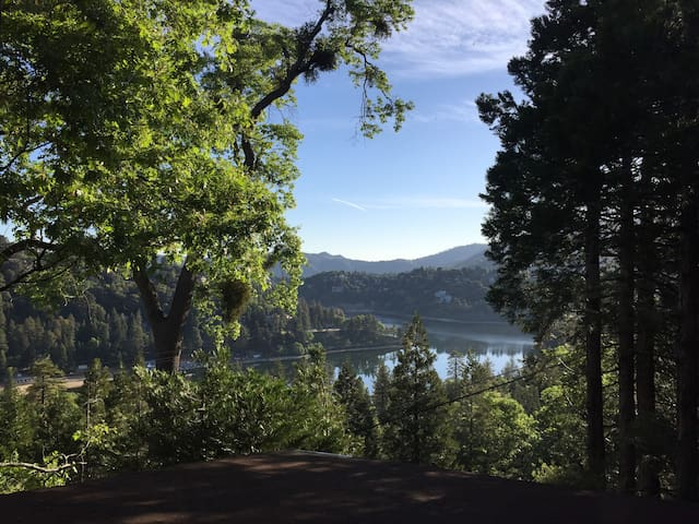 Serene Romantic Lake Getaway, Chocolate Box Views