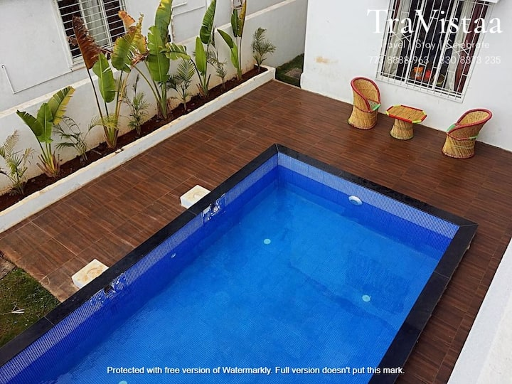 TraVistaa - Cozy Luxe Stay with Private Pool
