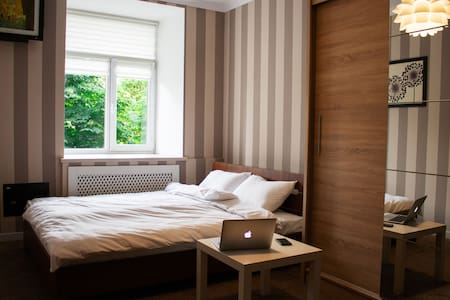 Cozy apartment in the center (near Palace Ukraine)