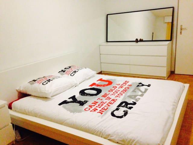 Chambre agréable/Lit confortable - Bellevue