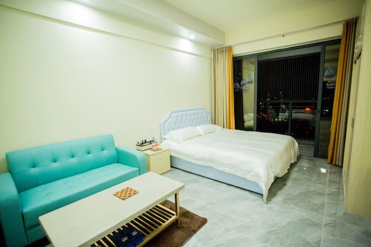 东汇城商业区龍猫公寓大床房