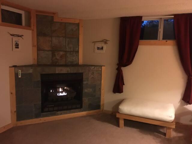 Fireside bedroom In Canyon Rim