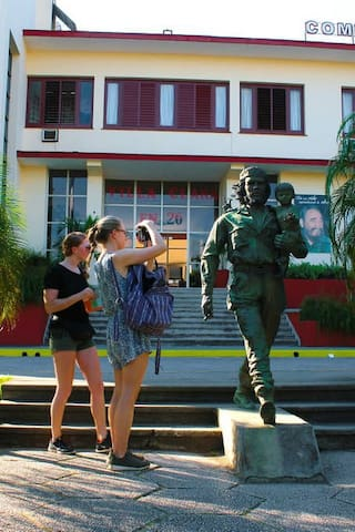 Sculpture  to CHE GUEVARA.