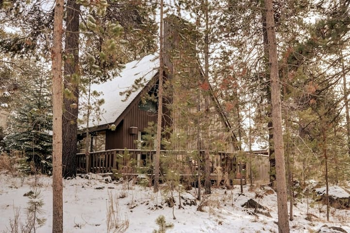 Skyliner Chalet ~ Heart of Sunriver with A/C
