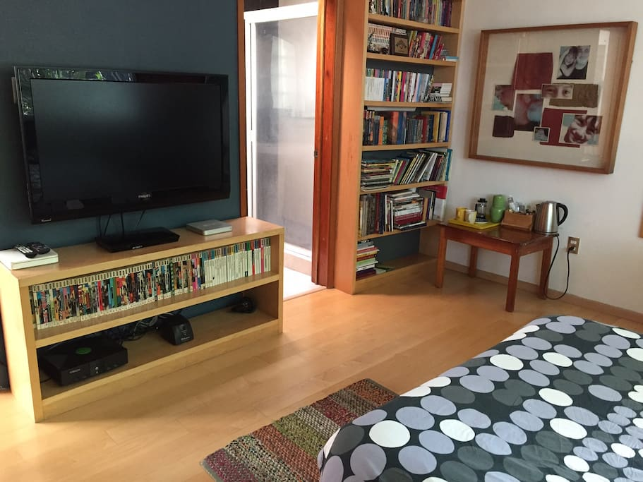 large flat bed screen and DVD player... plenty of books! and a coffee tea maker and fridge discreetly kept in cupboard. Ideal for short stays...