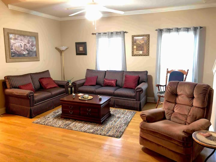3 Bedroom Gated Condo 2 Miles From LSU
