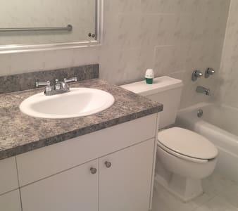 1 bedroom condo (oceanfront) in Hallandale - Hallandale Beach - Apartment