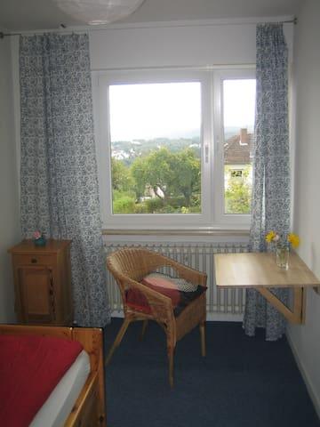 Kleines und feines Zimmer mit eigenem Bad! - Homberg (Efze) - House
