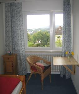 Kleines und feines Zimmer mit eigenem Bad! - Homberg (Efze)