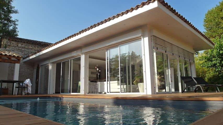 Villa d'architecte, piscine chauffée & jacuzzi
