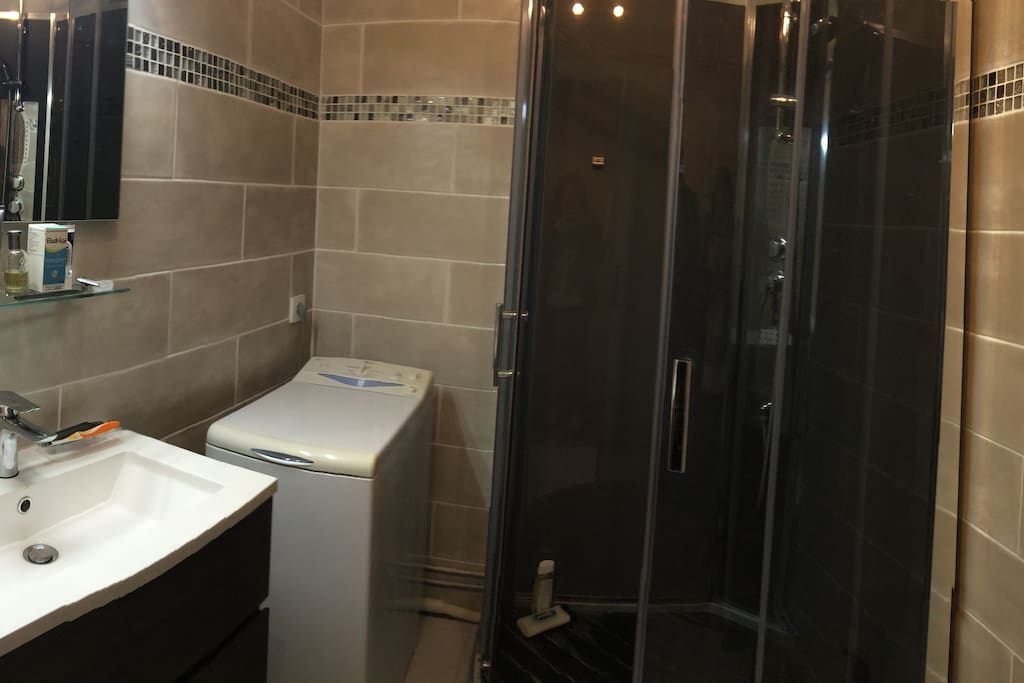 salle de bain entièrement rénovée en oct 2017