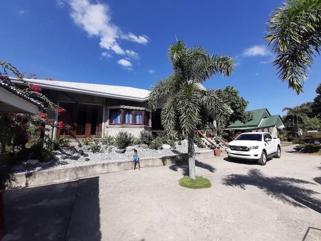 Kwatog's Beach House~30mins to San Juan's surf hub