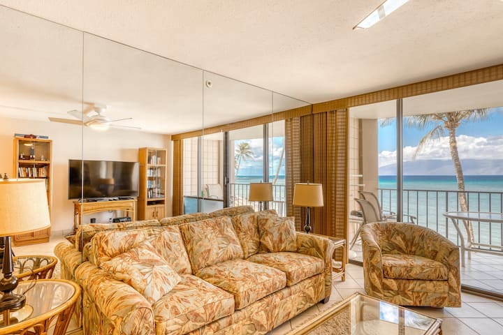 Oceanfront condo w/sunset & ocean views, heated pool, big lanai