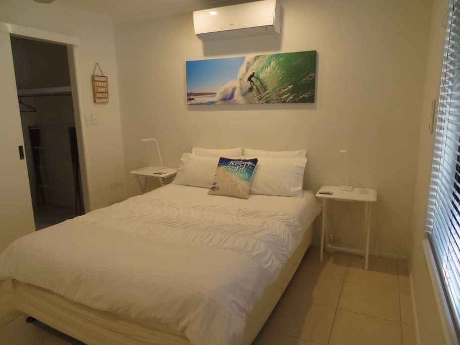 Master bedroom with ensuite & flat screen TV and reverse cycle a/c