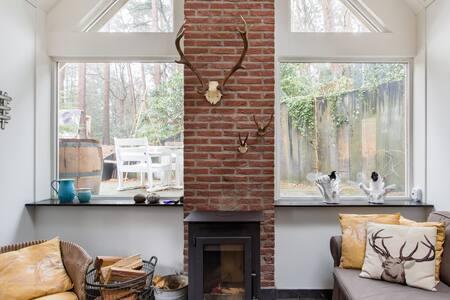 Geniet van rust en ruimte in een stijlvol omgebouwde garage in Bosch en Duin