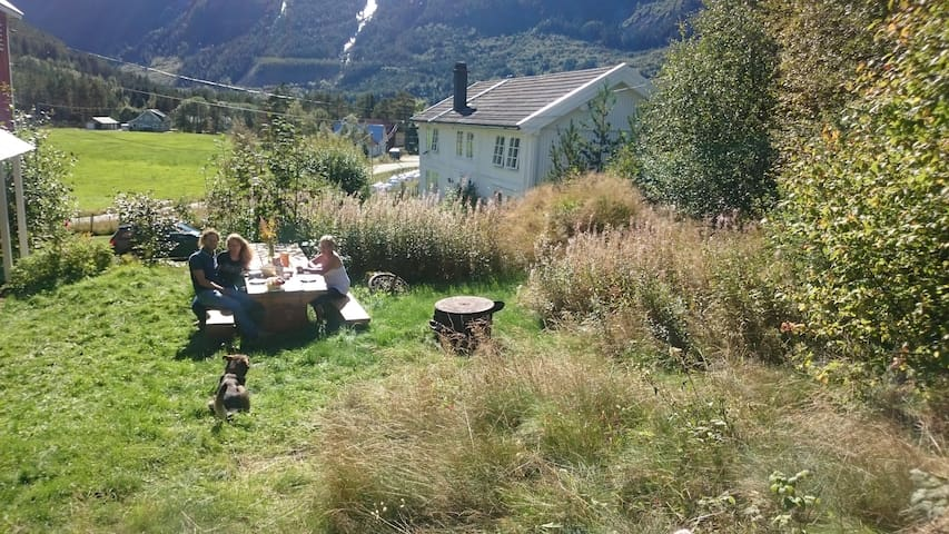 Appartment on an idyllic goatfarm 'Uppistog Gard'