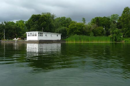 Boat House/Bunkhouse Getaway on Cayuga Lake